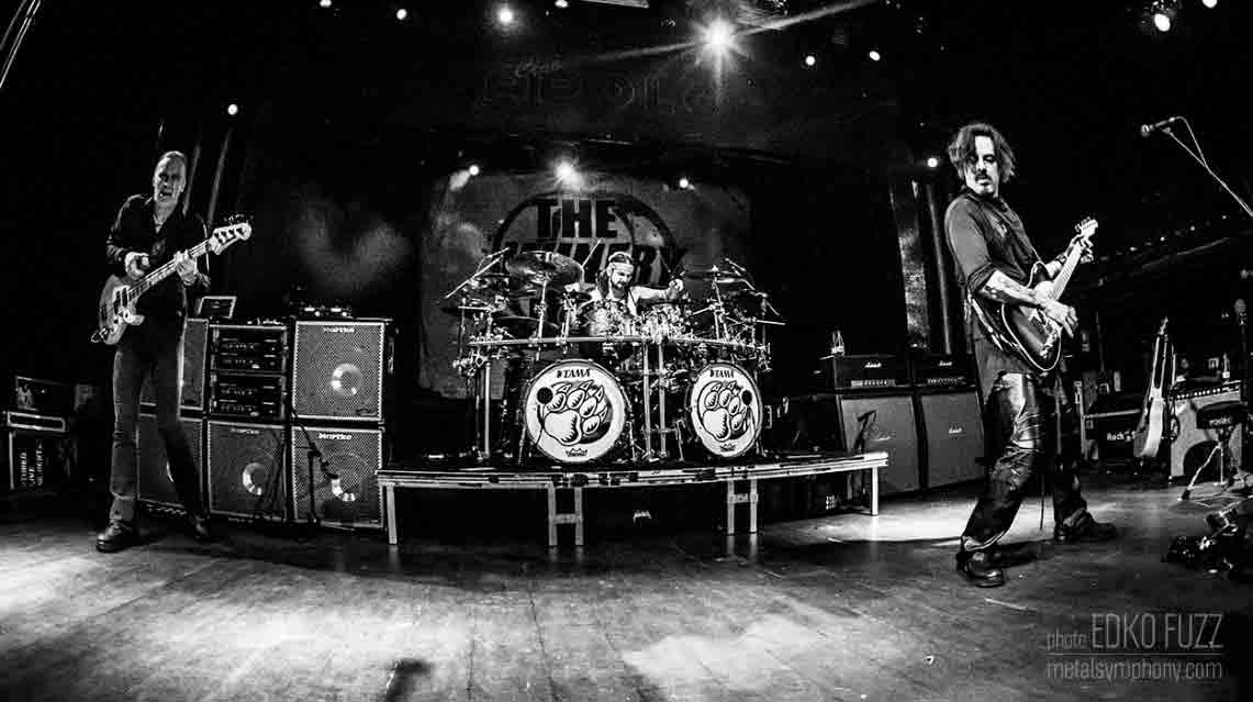 The Winery Dogs – Dog Years, Live in Santiago 2013 – 2016 // Loud & Proud Productions
