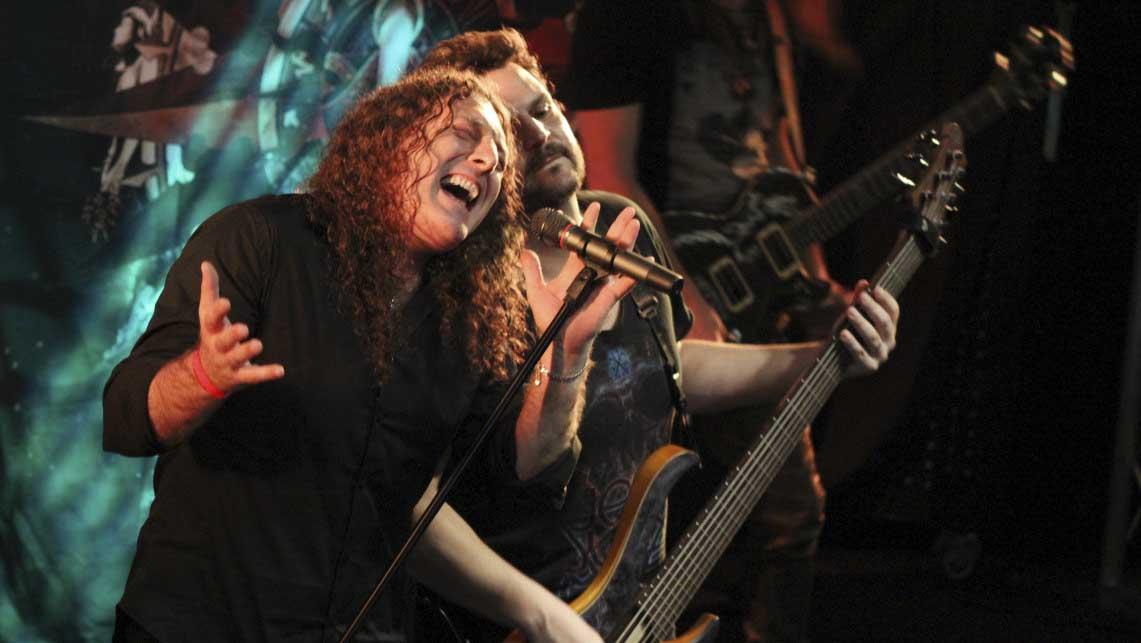 Alquimia derrocha maestría, Angra busca su esencia y la música gana en la unión del power metal
