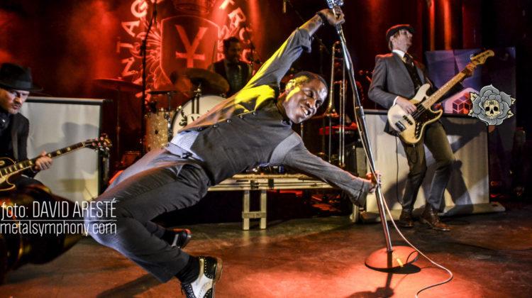 Una Apolo abarrotada baila al son de Vintage Trouble