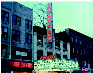 Apollo-Theatre-templo-de-la-black-music-en-Harlem