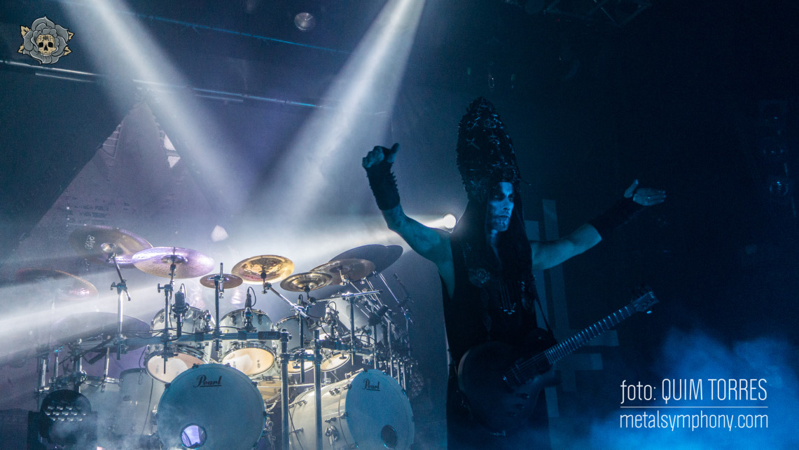 El espectáculo de Behemoth y la música de At The Gates llenan Razzmatazz