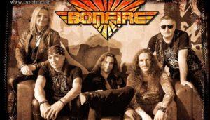 Bonfire en gira