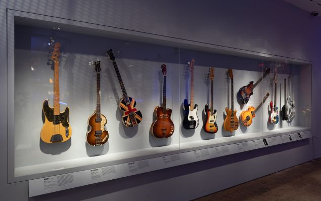 play-loud-guitars