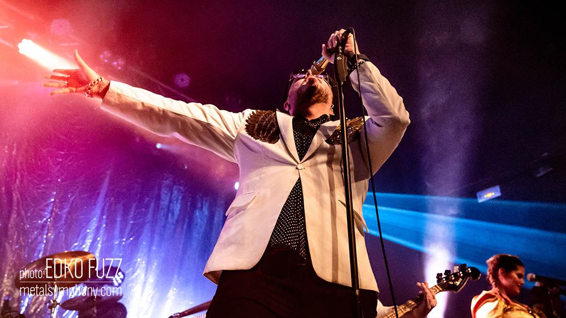 La fiesta AOR/Disco de The Night Flight Orchestra inunda Barcelona en la última noche de conciertos